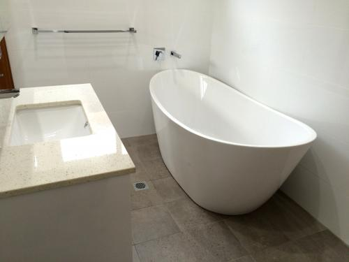 bathroom-design-renovation-001